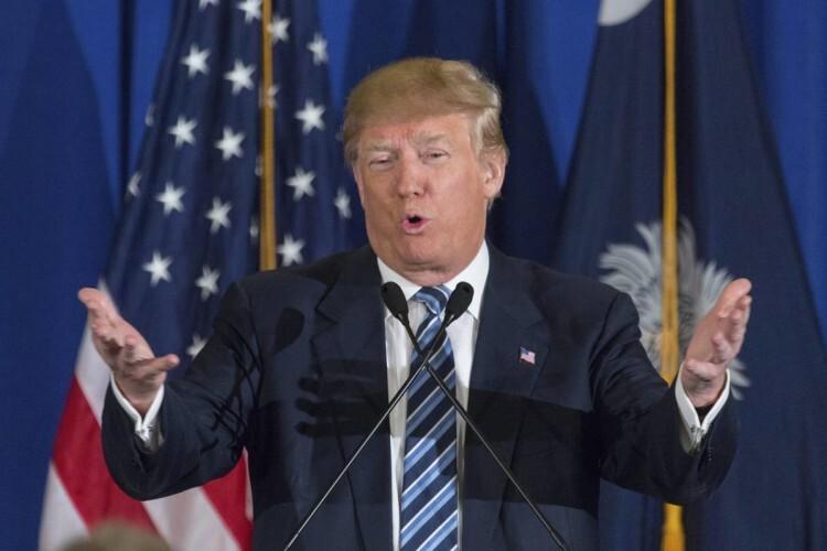 SCX037 KIAWAH (ESTADOS UNIDOS) 18/02/2016 .- El aspirante republicano a la presidencia estadounidense Donald Trump pronuncia un discurso durante un acto electoral celebrado en Isla Kiawah, Carolina del Sur, Estados Unidos, hoy 18 de febrero de 2016. Las primarias de Carolina del Sur se celebrarán el próximo 20 de febrero. EFE/Richard Ellis
