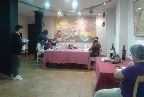 20 chivanos se forman para trabajar en la hostelería.