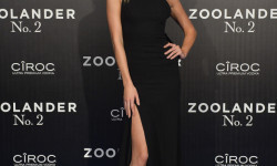 MADRID, SPAIN - FEBRUARY 1: Karlie Kloss attends the Madrid Fan Screening of the Paramount Pictures film 'Zoolander No. 2' at the Capitol Theater on February 1, 2016 in Madrid, Spain. (Photo by Carlos Alvarez/Getty Images for Paramount Pictures) *** Local Caption *** Karlie Kloss