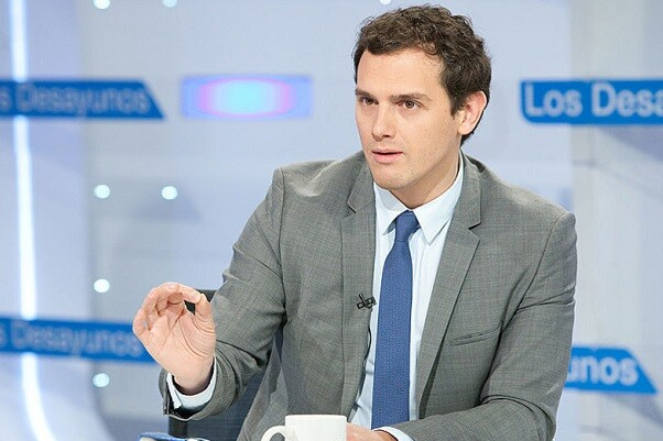 Albert Rivera reconoce que hay negociaciones serias con el PSOE para apoyar la investidura de Sánchez.