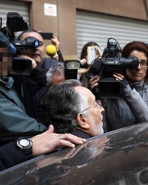 Alfonso Grau a la salida del interrogatorio.