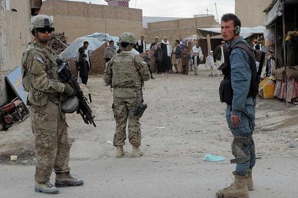 Ataque suicida en Afganistán, al menos 12 muertos.