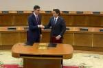 Ciudadanos y PSOE firman un pacto con un centenar de medidas para investir a Sánchez.