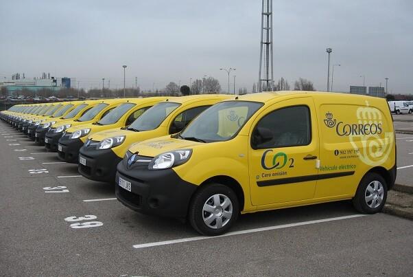 Correos apuesta por vehículos eléctricos para la renovación de su flota en Valencia.