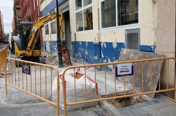 El Ayuntamiento mejora el servicio de agua potable en los Poblados Marítimos.
