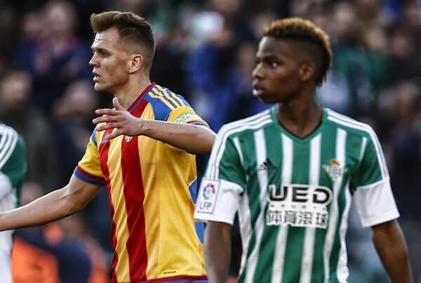 El Betis se impuso al Valencia por la mínima (1-0). (Foto-Lázaro de la Peña).