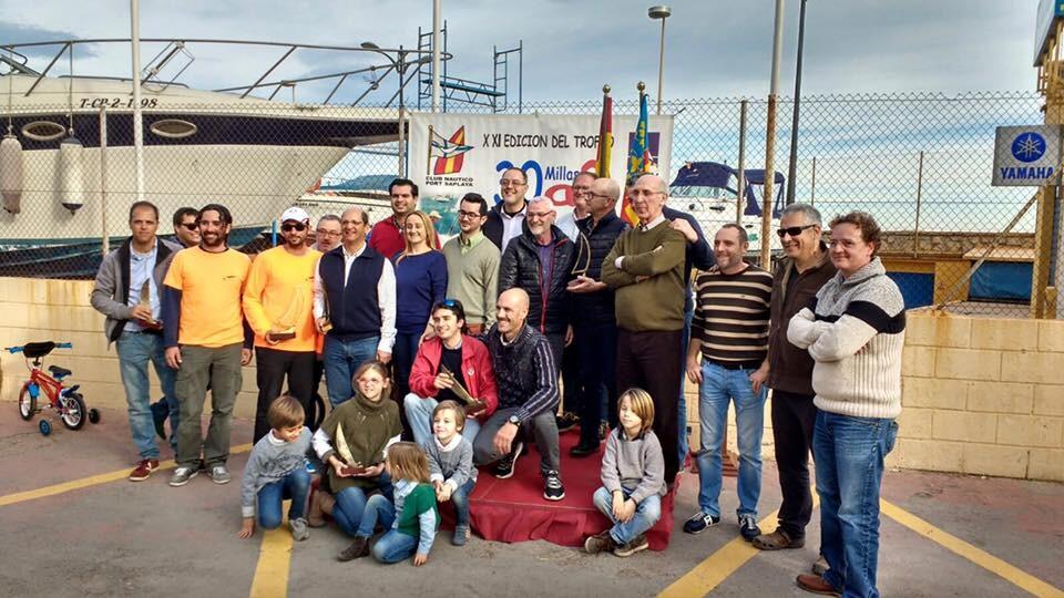 El Club Náutico de Port Saplaya entrega los trofeos de la XXI edición 30 millas a2 memorial Luis Sanz.