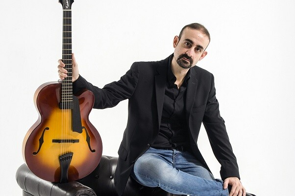 El guitarrista Yul Ballesteros presenta su tercer disco en Valencia, 'Nine from the inner space'.