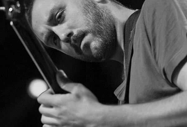 El saxofonista John O'Gallagher, figura invitada del vanguardista trío de Roberto Pianca.