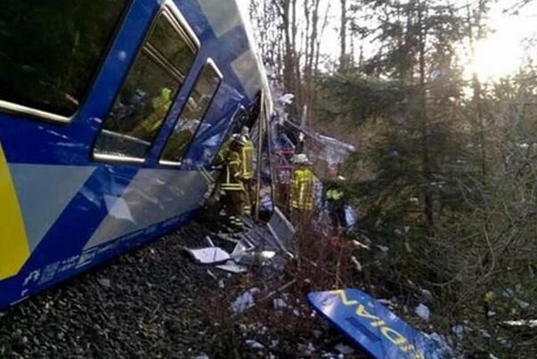 Elevan a 10 el número de víctimas del choque de trenes en Alemania.