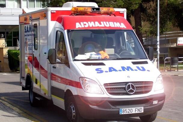 Fallece un hombre al caer de su moto en Alicante.