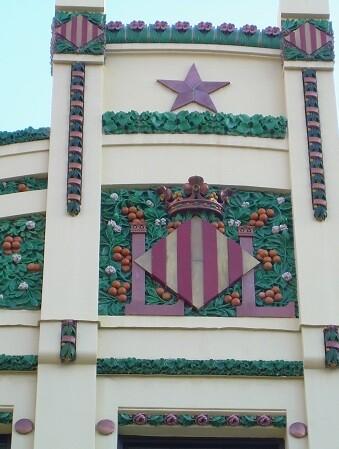 La cerámica de La Ceramo decora edificios modernistas como la Estación del Norte.