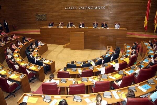 """Les Corts manifiesta su """"repulsa"""" a todos los políticos condenados por corrupción."""