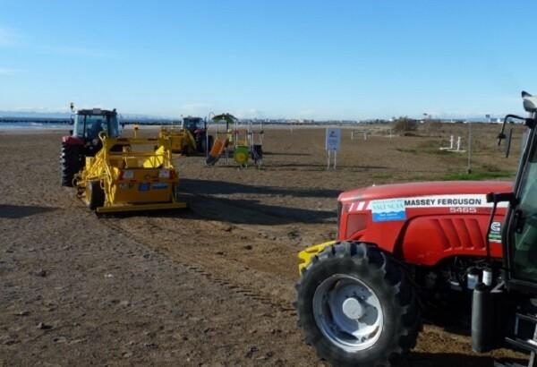 Les màquines de la Diputació de València comencen a preparar les platges.