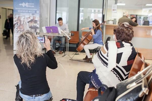 Músicos por la Salud en el Hospital Dr. Peset de Valencia.