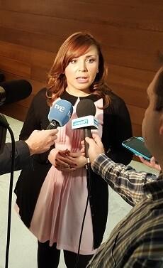 Mari Carmen Sánchez respondiendo a los medios.