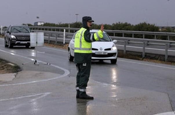 Muere un hombre en Vinaròs tras salirse su camión de la carretera y chocar contra una viga.