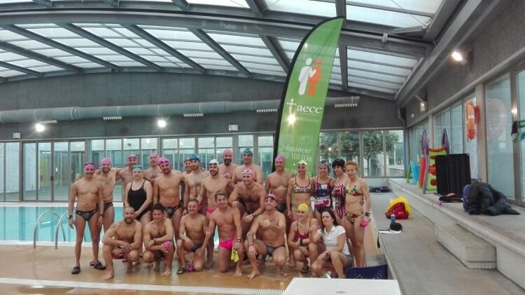 Participantes 12 horas nadando contra el cáncer