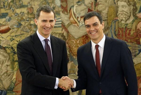 Pedro Sánchez traslada al rey su disposición a intentar formar Gobierno.