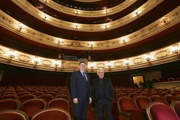 """El President de la Generalitat, Ximo Puig, asiste a la presentación a los medios de comunicación de la gira """"Raimon a casa"""" del cantante Raimon. 24/02/2016. Foto: J.A.Calahorro."""