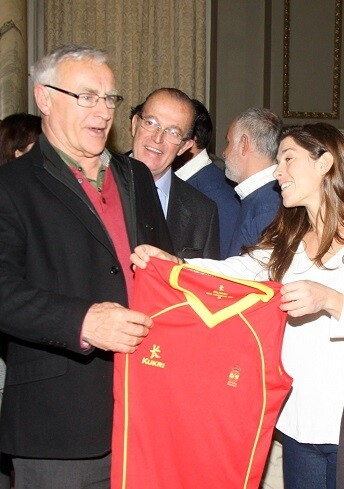 Ribó recibió a la Selección Nacional Absoluta Femenina de Hockey Hierba, que se prepara en Valencia para participar en los Juegos Olímpicos de Rio de Janeiro 2016.