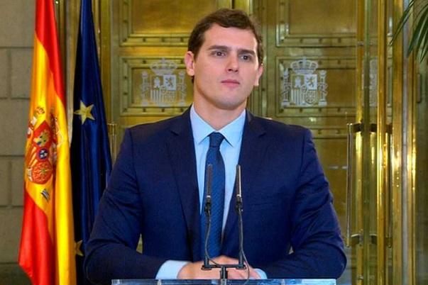 Rivera seguirá negociando con el PP aunque opina que 'no han hecho lo suficiente' contra la corrupción.