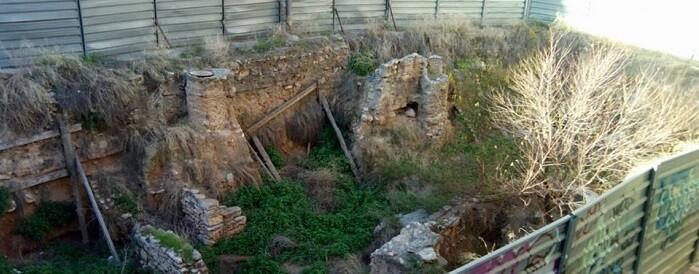 Solar en el que se encuentran los restos arqueológicos de la calle Salvador.