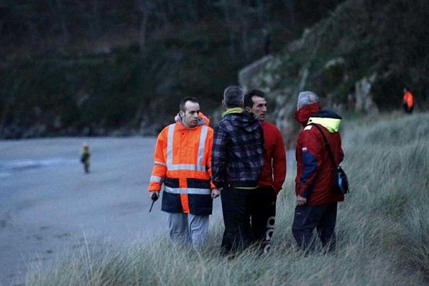 Un fuerte golpe de mar arrastra a un niño de 20 meses en Navia, en Asturias.