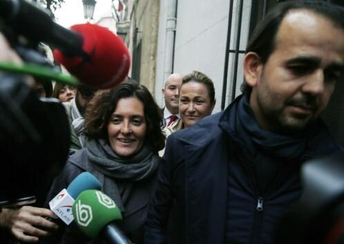 Los concejales del PP en el Ayuntamiento de Valencia Alberto Mendoza (d), Lourdes Bernal (2ª d) y Beatriz Simón Efe