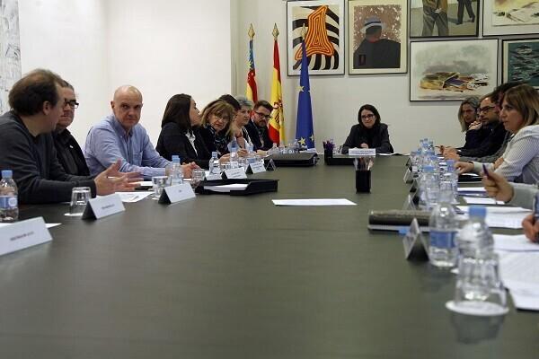 11 comunidades autónomas exigen al Gobierno central 'implicación' en la acogida de refugiados y que les permita colaborar.