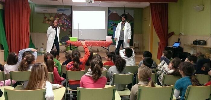A través del programa educativo Aqualogía y la representación teatral de la Gota Viajera los escolares han aprendido la importancia de cuidar el agua y proteger el medio ambiente.