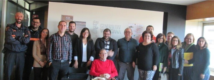El Institut Valencià de la Joventut, con los diez ayuntamientos por los que discurre la Senda, la Diputación de Alicante, la Universidad Miguel Hernández y la Asociación de Amigos de Miguel Hernández.