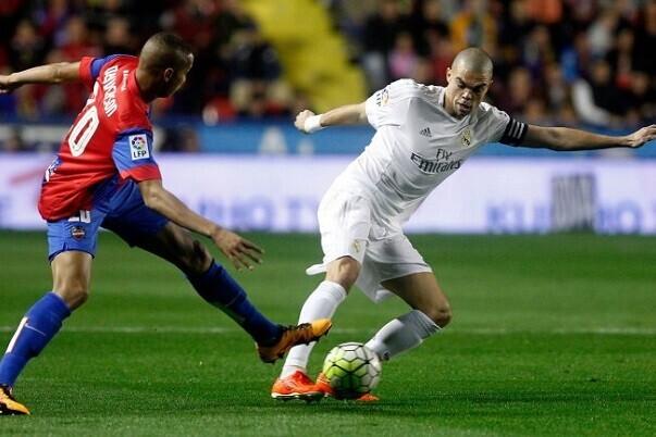 El Levante continúa su agonía de derrotas al perder frente al Real Madrid por 3-1.