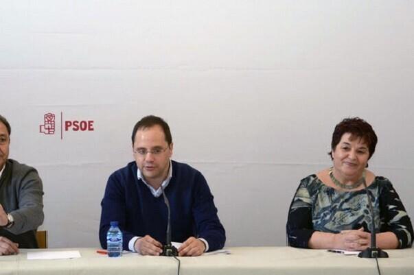 El PSOE acusa a Podemos de traicionar sus votantes.