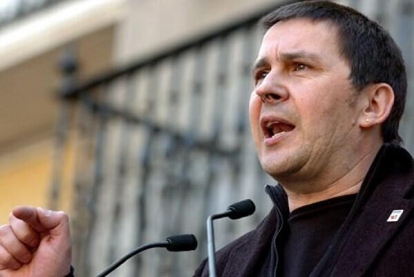 El juez Eloy Velasco no prohíbe los actos de homenaje a Otegi al salir de prisión.