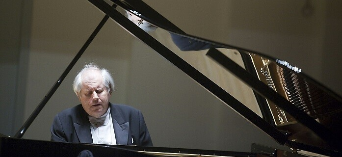 El pianista Sokolov.