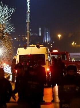 El recuento final de víctimas arroja tres uniformados fallecidos y 24 heridos.