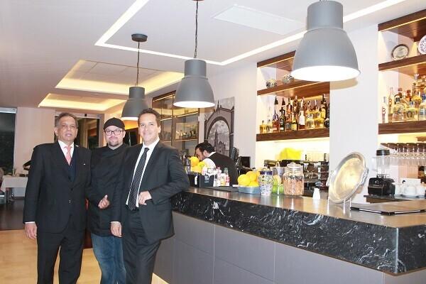 El restaurante Ameyal de Valencia recibe la visita del cónsul de México, Fidel Herrera.