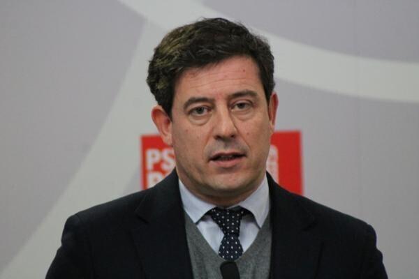 El socialista Besteiro renuncia a ser el candidato del PSdeG tras ser investigado por 10 delitos.