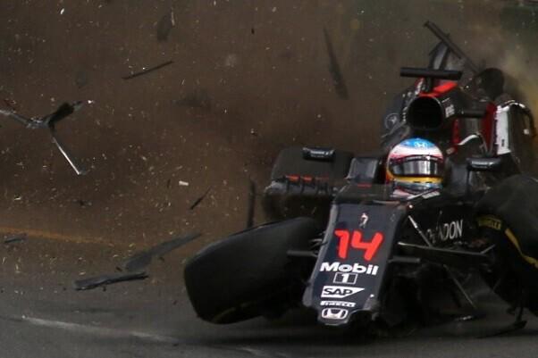Fernando Alonso sufrió un espectacular accidente en el Gran Premio de Australia que pudo costarle la vida.