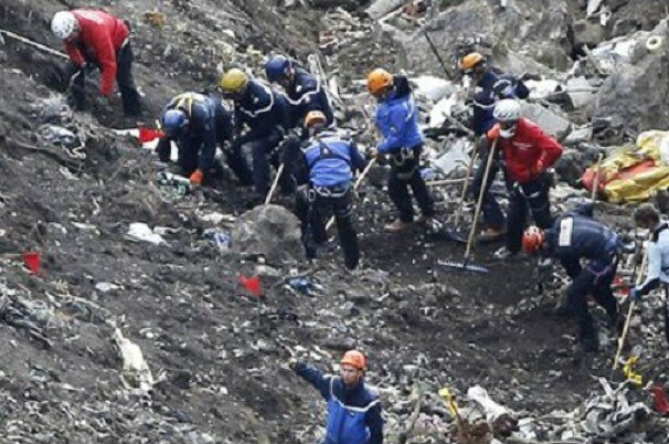 Francia confirma el suicidio como causa de accidente de Germanwings que dejó 150 víctimas.