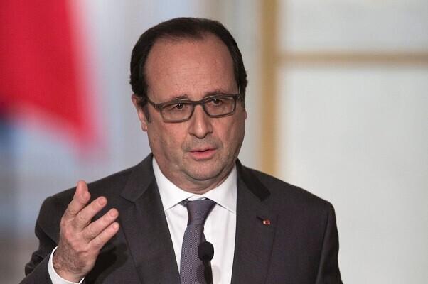 Hollande confirmó que Francia acogerá a 30.000 inmigrantes.