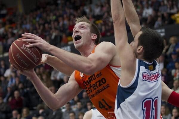 Importante victoria del Valencia Basket ante ICL Manresa (83-56). (Foto-Miguel Ángel Pardo).