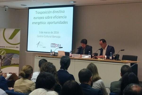 Jordi Peris inaugura la jornada sobre la transposición de la directiva europea de eficiencia energética.