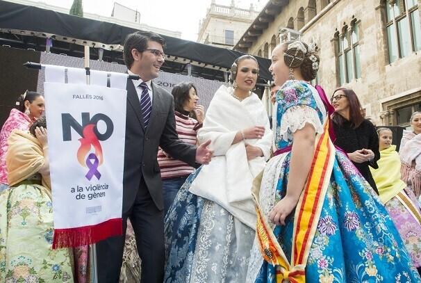 Jorge Rodríguez agradece a las fallas su implicación contra la violencia de género (Foto-Abulaila).