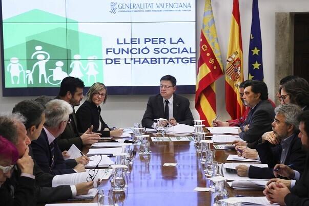 El President de la Generalitat, Ximo Puig, se reúne con el Consejo Asesor de la Ley de Función Social de la Vivienda. 14/03/2016. Foto: J.A.Calahorro.