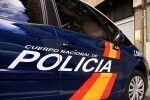 La Policía Nacional encuentra a un bebé en el portal de un edificio en Valencia.
