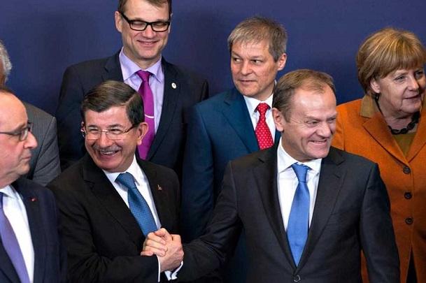 La Unión europea estudia devolver a Turquía a los refugiados que lleguen a Grecia y Anakara pide su ingreso a la Unión.