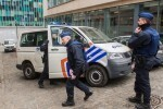 BR01. Brussels (Belgium), 19/03/2016.- A police vehicle blocking a street near the federal police office in Brussels, Belgium, 19 March 2016. Paris attack suspect Salah Abdeslam will oppose his extradition to France his laywer stated on 19 March 2016. Terror suspect Abdeslam was arrested after an anti-terror operation in Molenbeek, 18 March 2016. Salah Abdeslam, linked to last year's Paris terror attacks, was wounded in the leg in the operation in which shots were fired and grenades were thrown, as confirmed by the police to the Belgian media. (Bruselas, Bélgica, Atentado, Terrorista, Francia) EFE/EPA/STEPHANIE LECOCQ