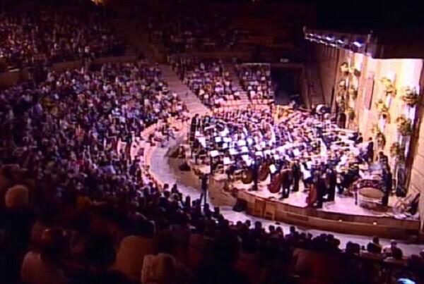 Las bandas sinfónicas de La Artística y La Armónica de Buñol interpretarán diferentes obras del compositor John Mackey en el Mano a Mano 2016.